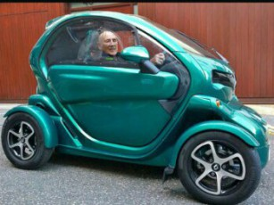 Stirling Moss in_his_Renault_Twizy